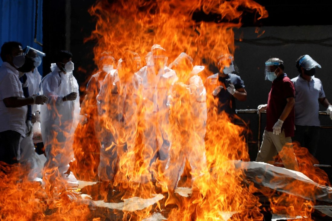 A funeral service is held in New Delhi as the number of cases in the country continues to rise. Photo: Reuters