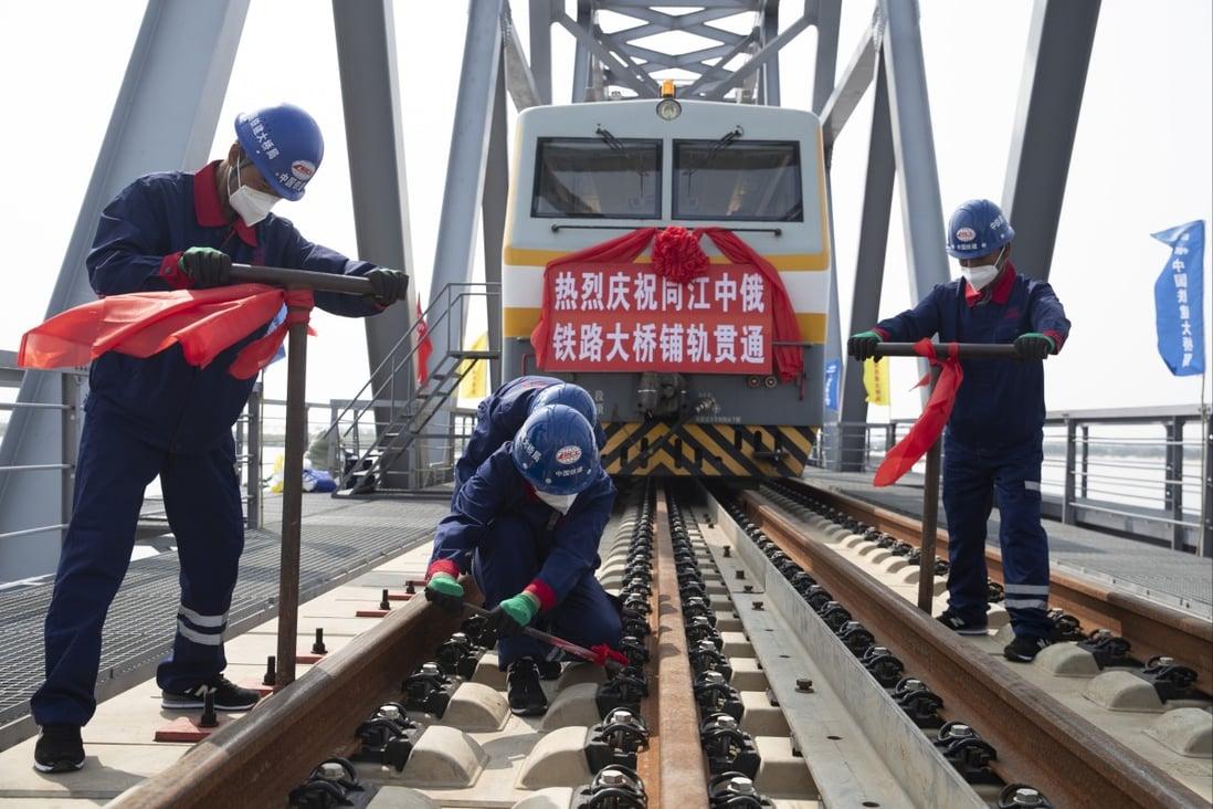 Строительство китайско-российского трансграничного железнодорожного моста Тунцзян-Нижнеленинское. Фото: Синьхуа