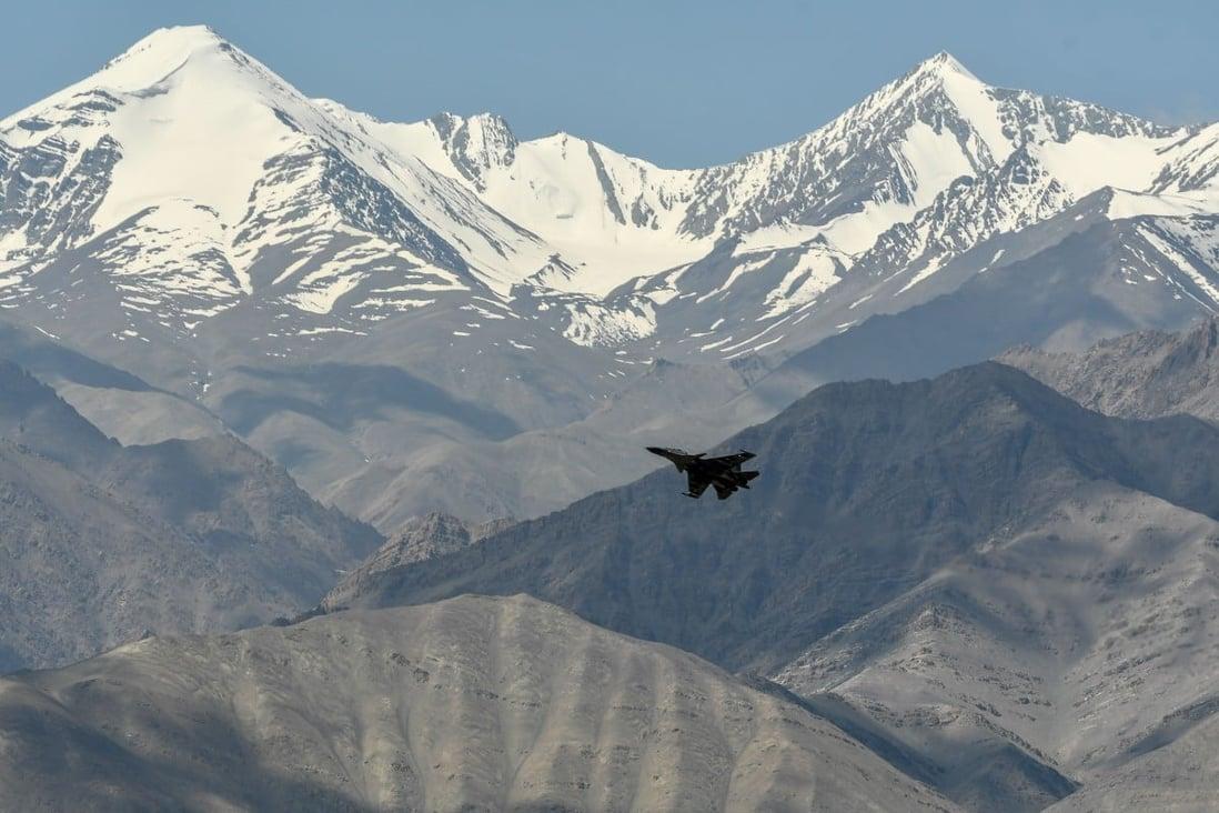 Avion india de patrulla