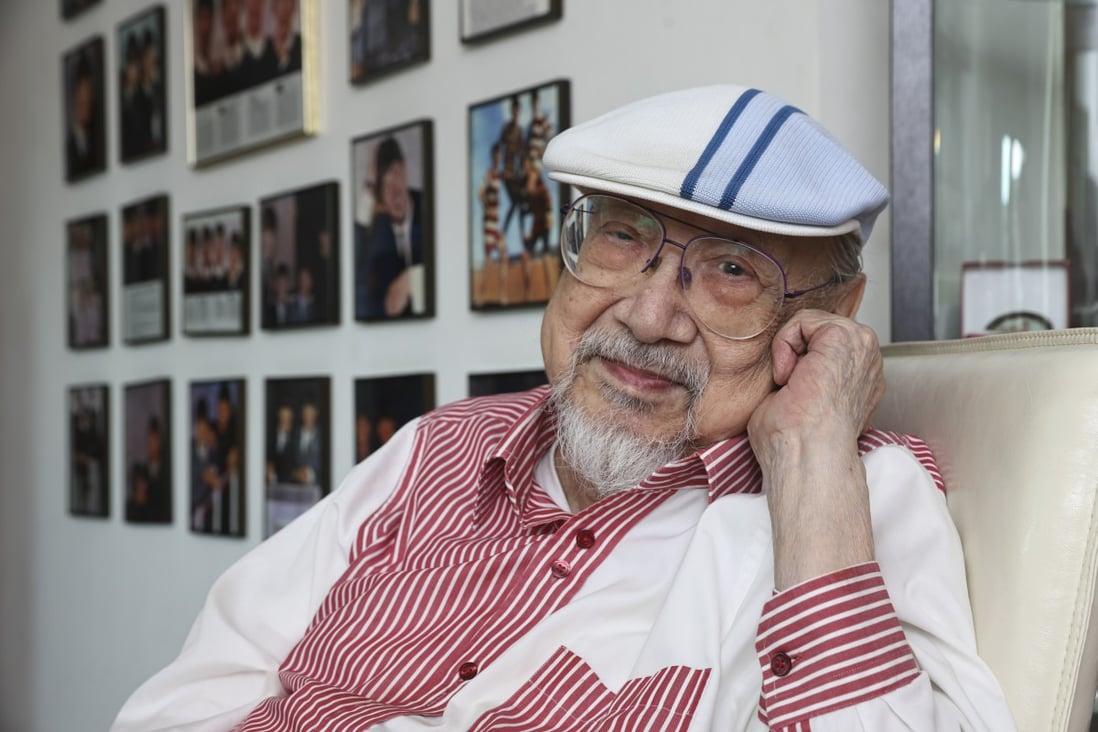 По повеќе од седум децении, најстариот диџеј на светот ја заврши својата кариера