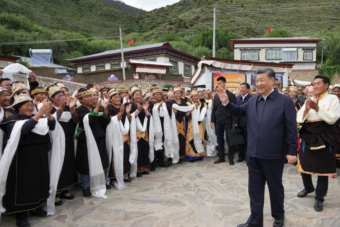 Chinese President Xi Jinping is greeted on his visit to the Tibet autonomous region. Photo: Xinhua