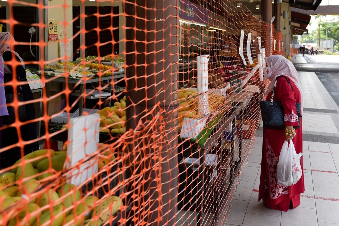 A wet market in Singapore is cordoned off to limit entry and exit points. Photo: Reuters