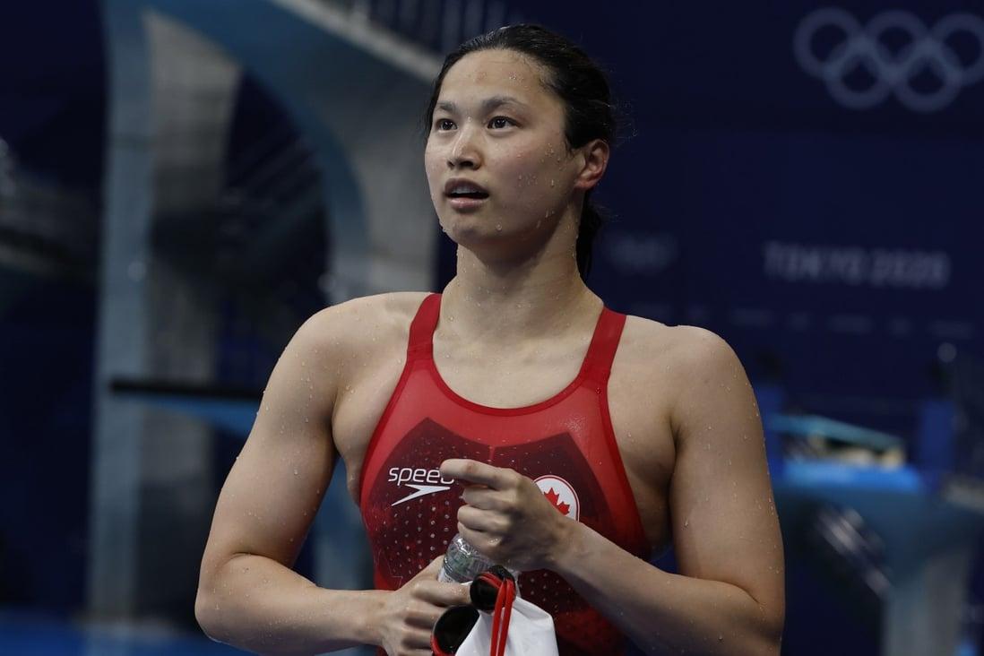 """แม็กกี้ แมคนีล จากแคนาดา ออกจากสระหลังจากชนะการแข่งขันว่ายน้ำท่าผีเสื้อ 100 เมตรหญิงรอบชิงชนะเลิศที่โตเกียวโอลิมปิก  ภาพถ่าย: """"EPA-EFE ."""""""