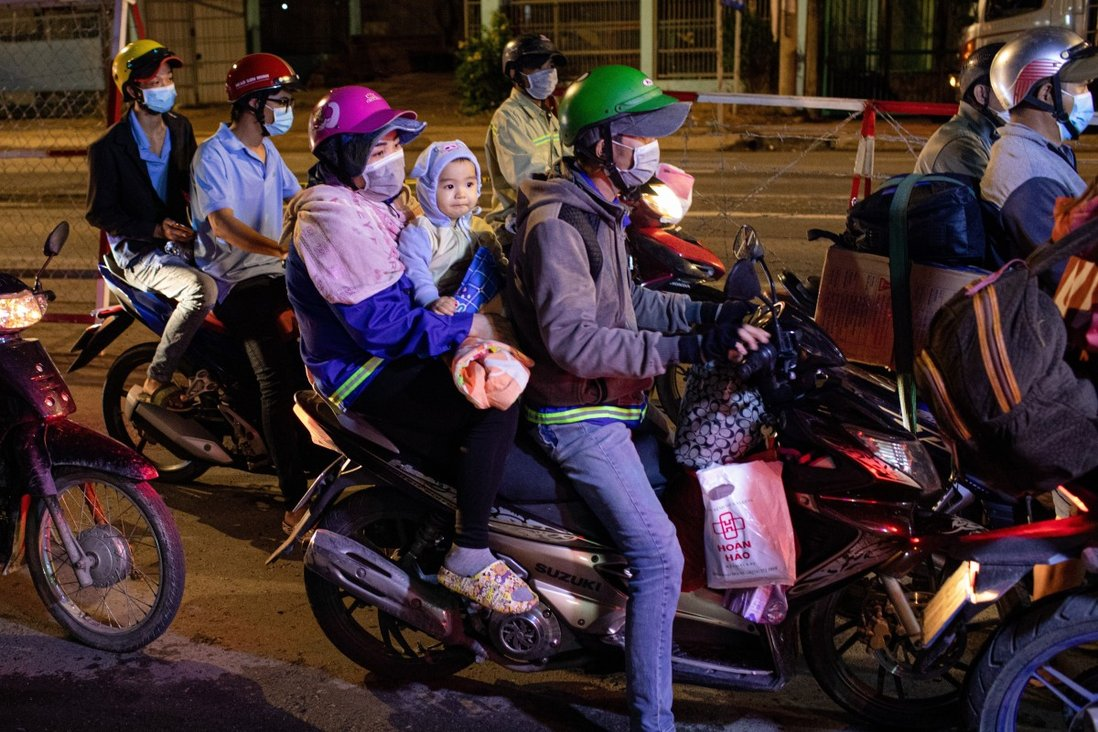 Migrants from An Giang province, mostly informal workers, stop at a police checkpoint on their way to their hometowns. Photo: Kao Nguyen