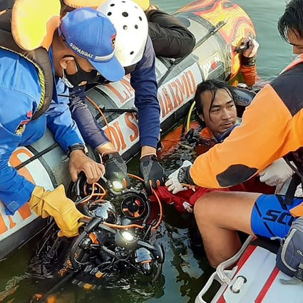 Rescuers search for victims after a boat carrying 20 holiday-makers capsized on at a reservoir in Boyolali, Central Java. Photo: Handout/National Search and Rescue Agency (Basarnas)/AFP