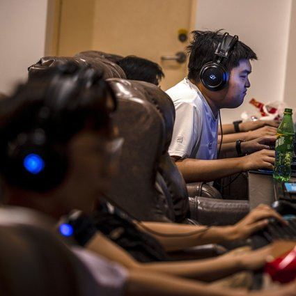 People play games in the video gaming centre of Shanghai, China, 31 August 2021. Photo: EPA-EFE